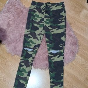 🔥3/30🔥Camo Ripped Knee Sweatpants